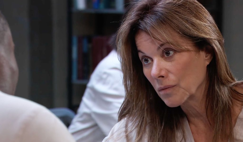 Alexis offers Shawn help GH