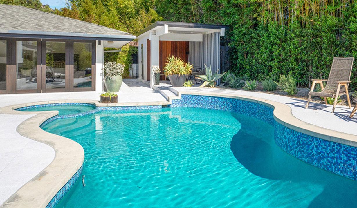 Chrishell Stause's house pool days