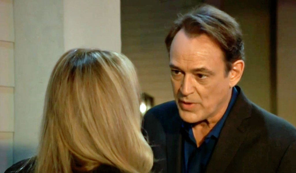 Kevin stops Laura from going in GH