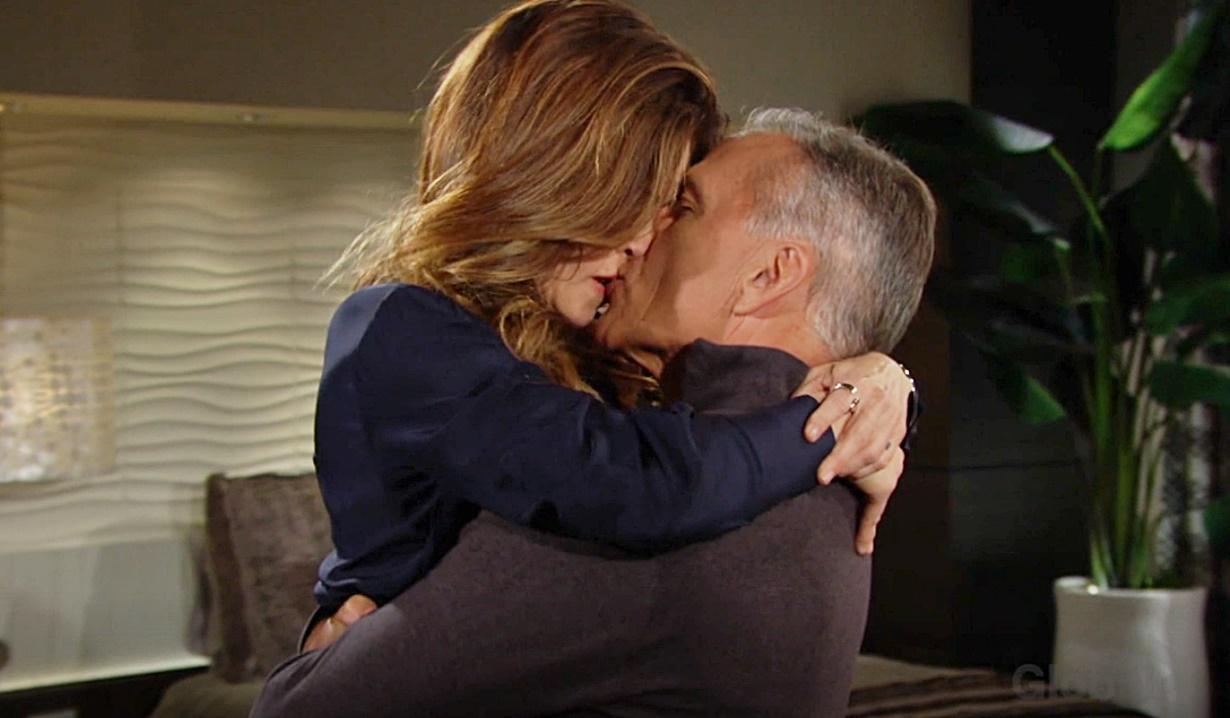 Victoria, Ashland lift kiss Y&R