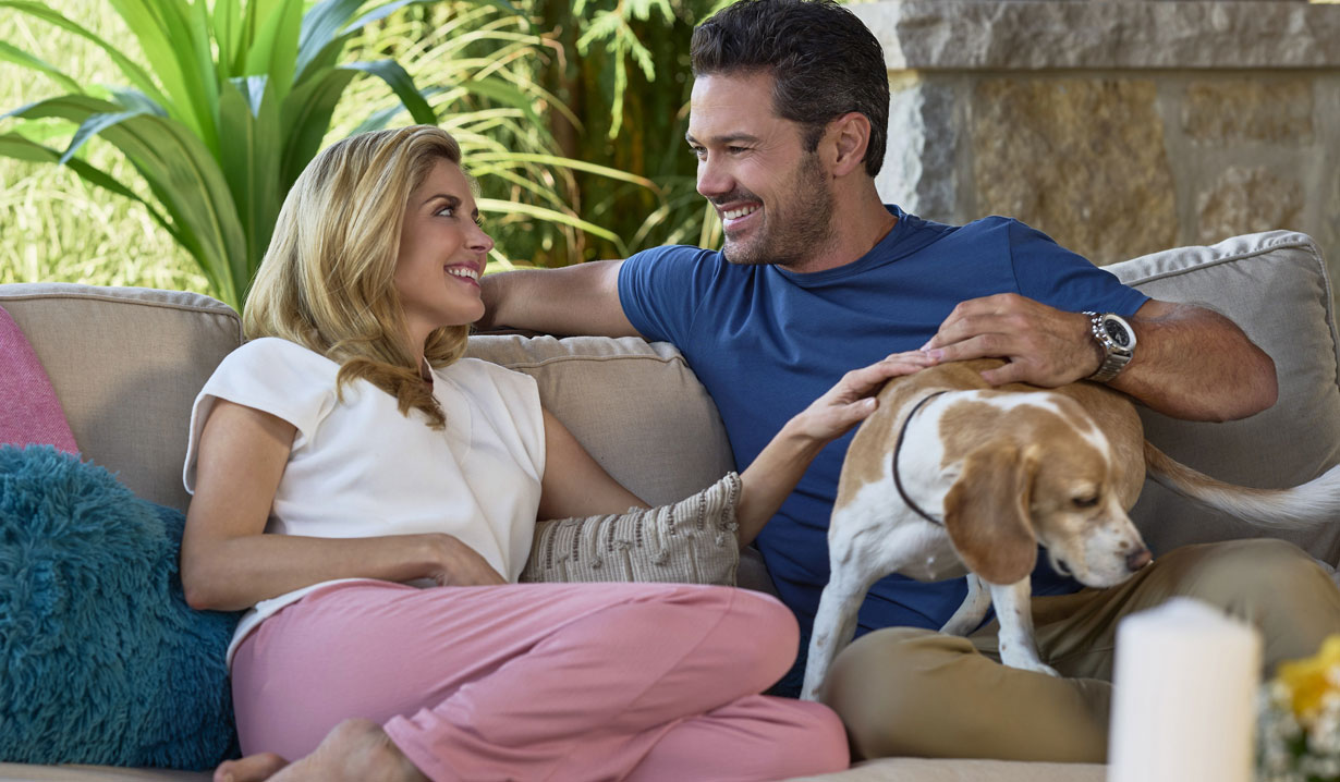 a little daytime drama couch ryan paevey and jen lilley hallmark
