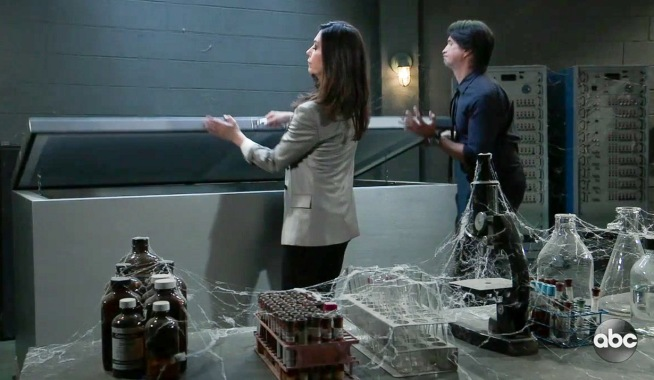 Anna and Finn open the freezer GH