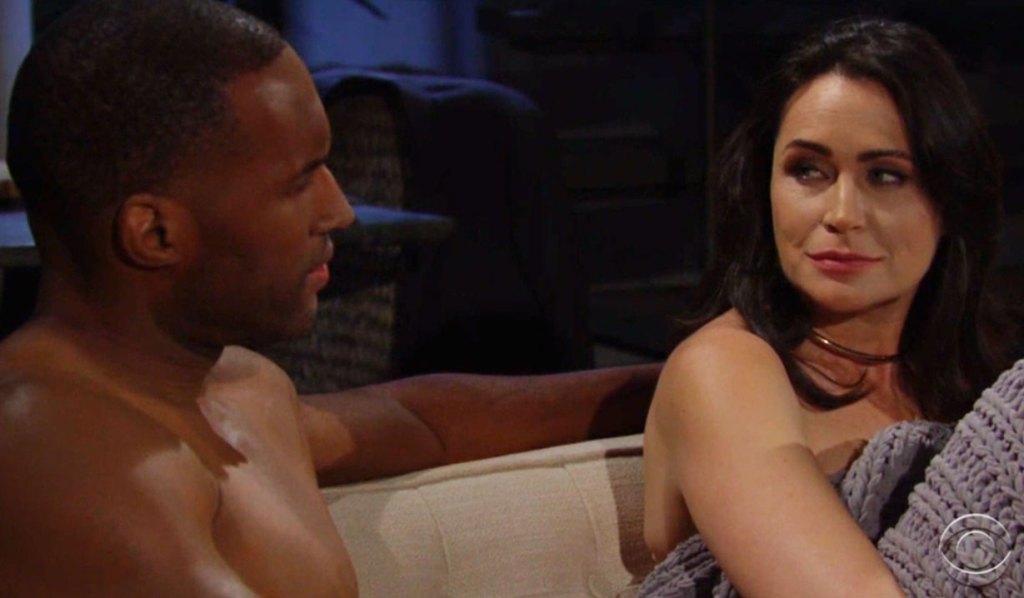 Quinn en Carter praten over Eric die een andere vrouw heeft bb