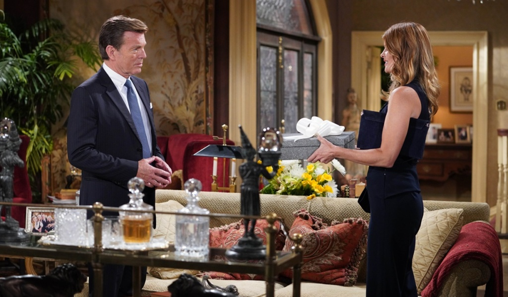 Jack, Phyllis gift for Summer Y&R