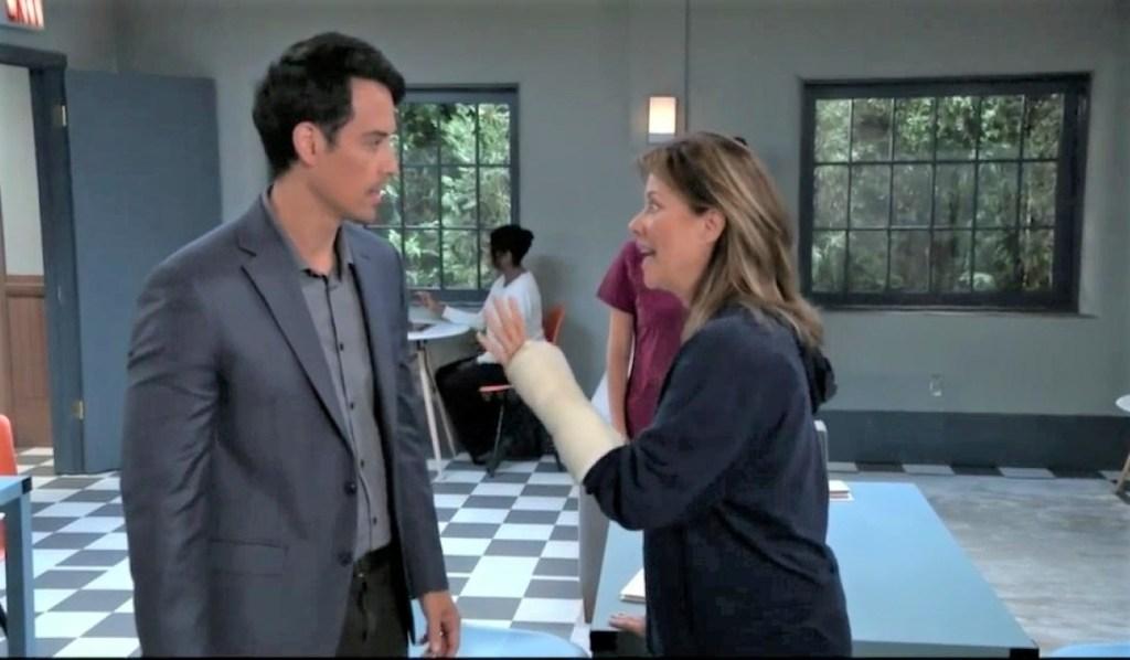 Nikolas and Alexis find mail for Spencer at Springridge General Hospital
