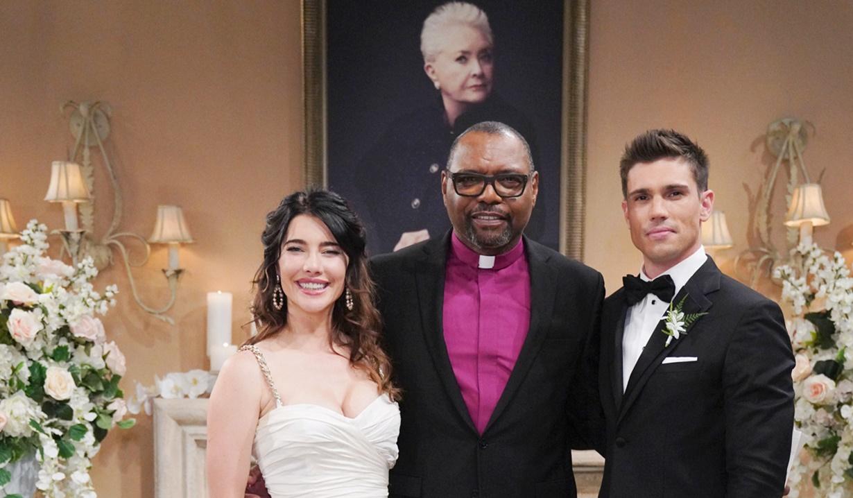Steffy, Petri, Finn, Stephanie portrait wedding B&B