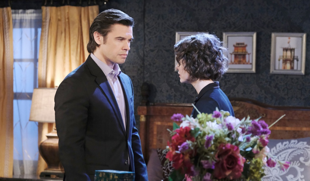 Xander and Sarah argue about Philip on Days of our Lives