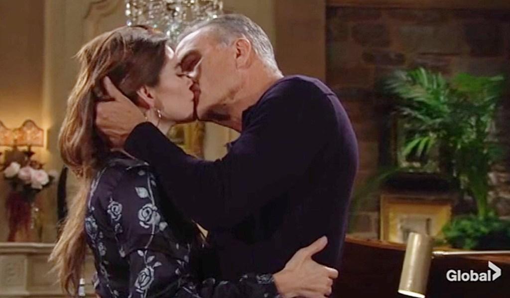 Ashland, Victoria kiss Y&R