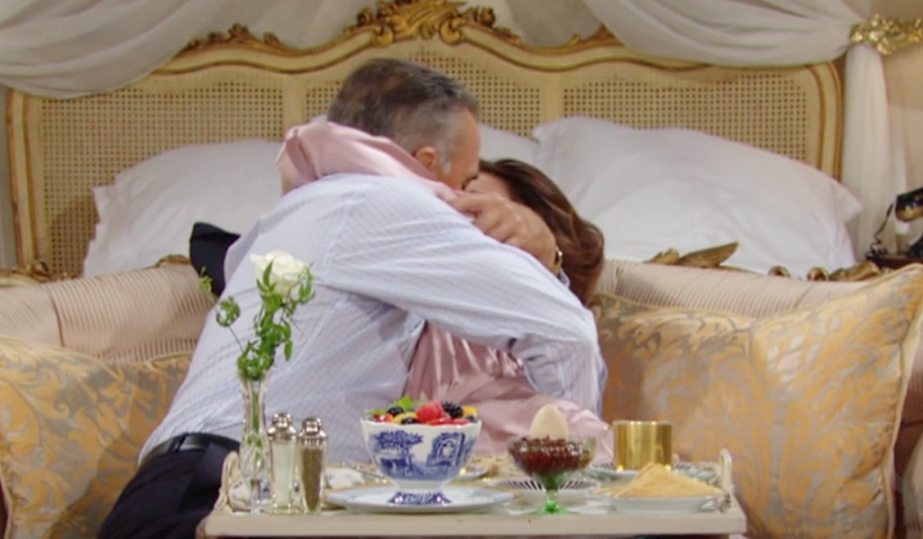 Ashland, Victoria make out before wedding Y&R