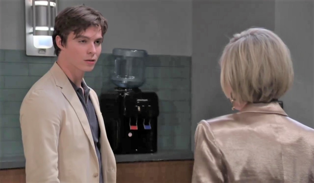 Ava offers Spencer a deal at PCPD General Hospital