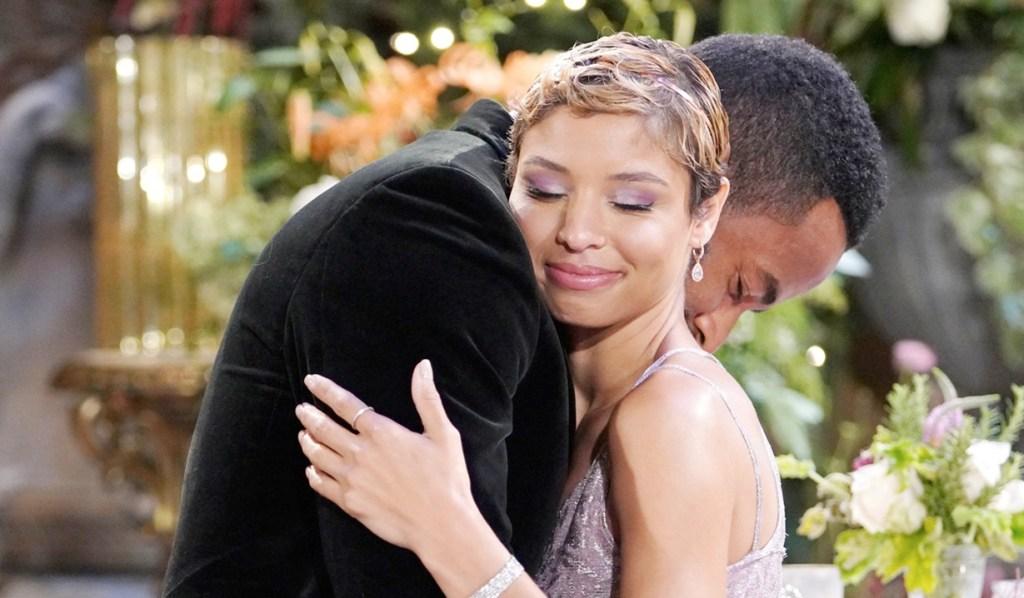 Nate embrace Elena Y&R