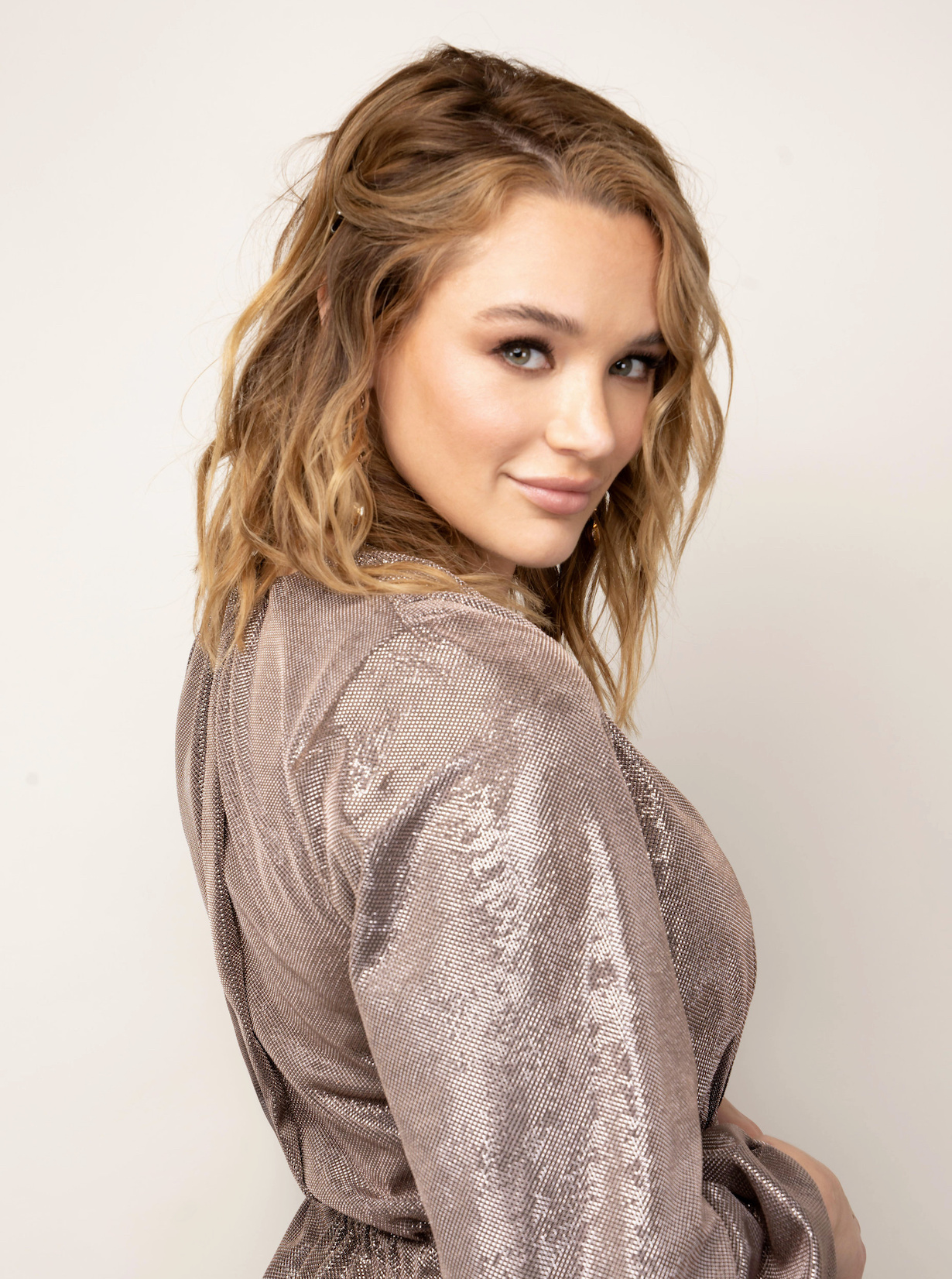 """Hunter King """"The Young and the Restless"""" Set CBS television City Los Angeles 09/10/21 © Howard Wise/jpistudios.com 310-657-9661"""