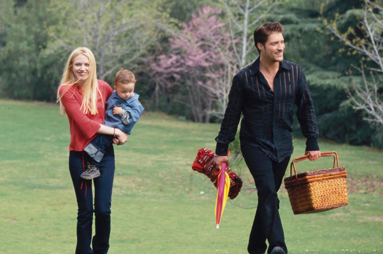 "Adrienne Frantz, Sean Kanan and ""Baby Eric""Bold and Beautiful setCBS Television City3/22/01© Aaron Montgomery/JPI310-657-9661Episode# 3533"