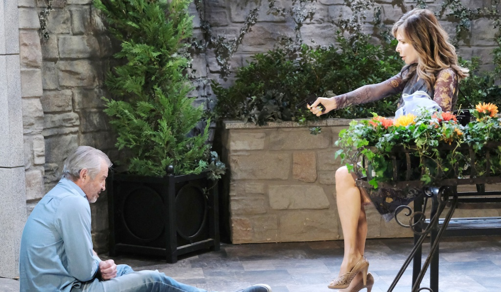 Kate aims gun at injured Clyde on Days of Our Lives
