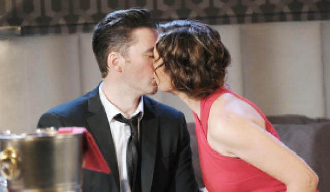 Chad and Gwen kiss on Days of Our Lives