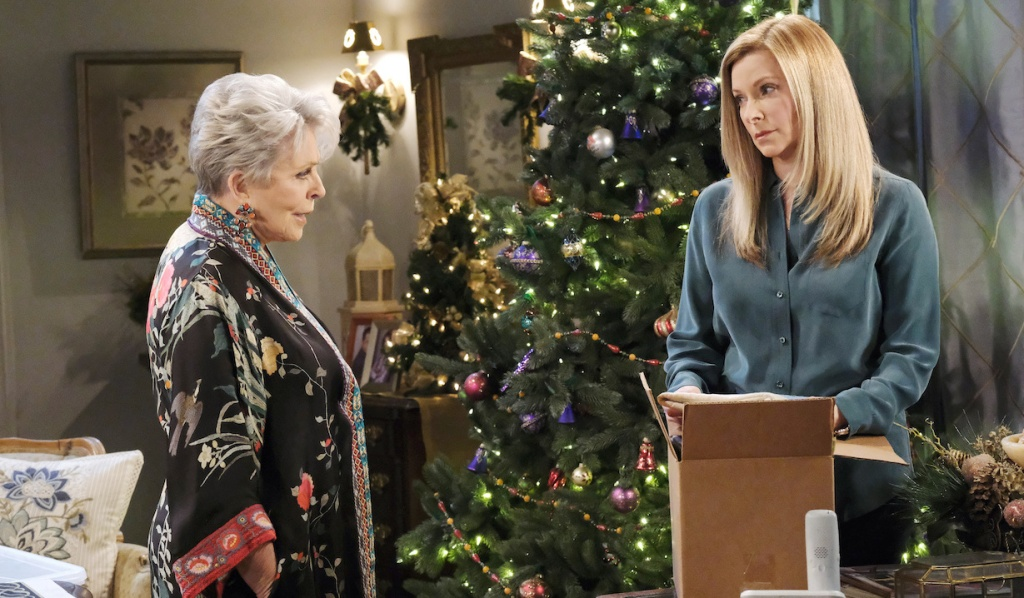 Jennifer looks to Julie for help on Days of Our Lives