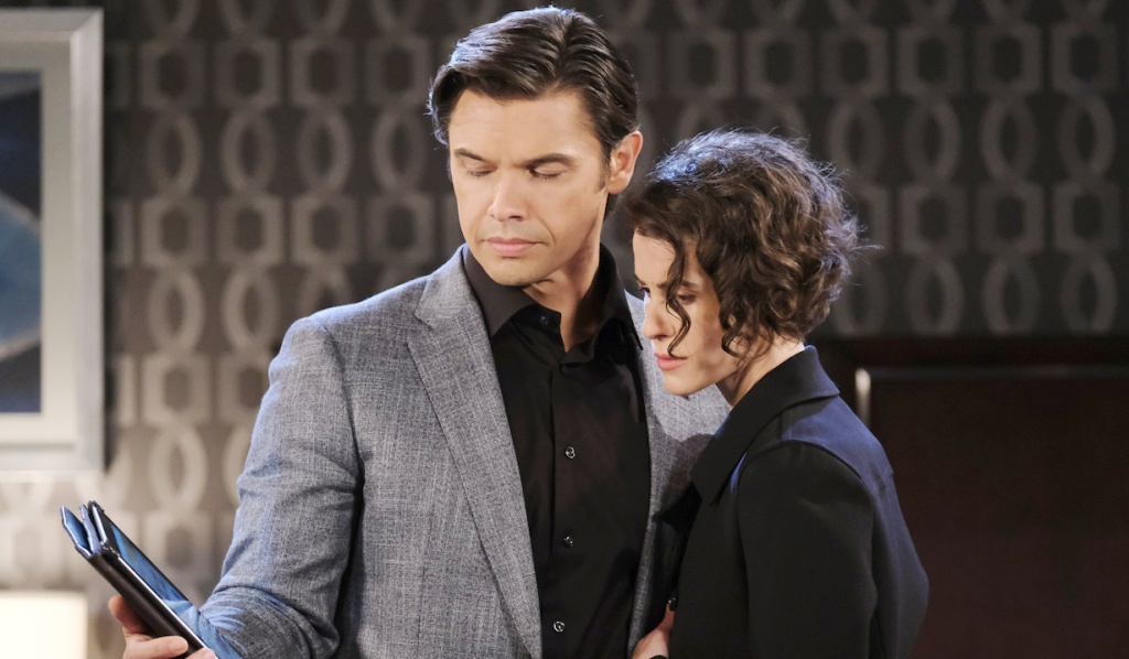 Xander and Sarah read the news about Ava on Days of Our Lives