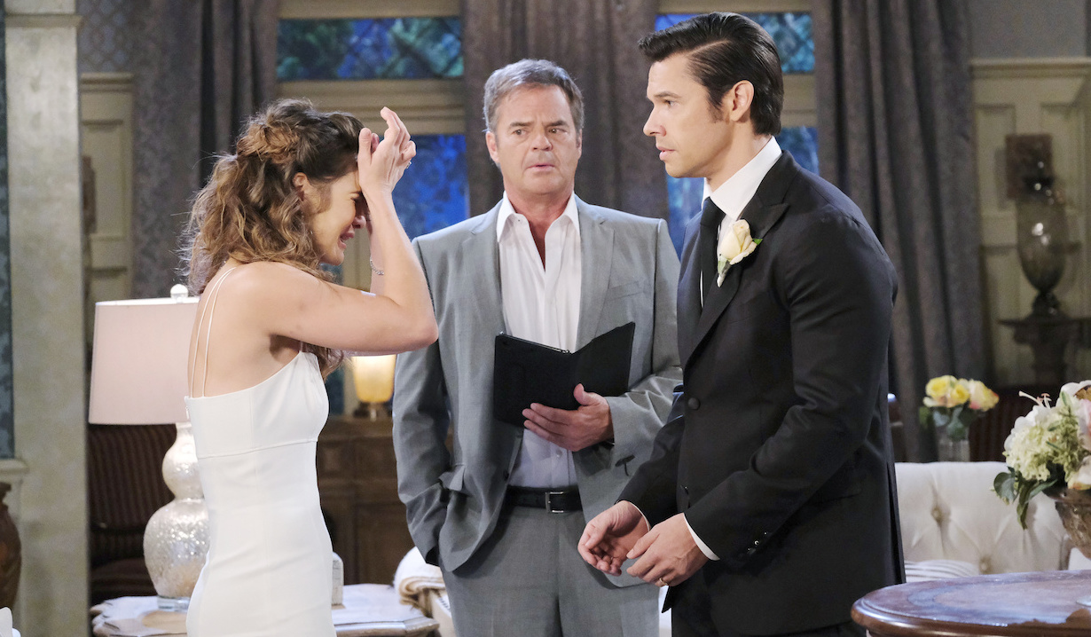 Sarah leaves Xander at their wedding on Days of Our Lives