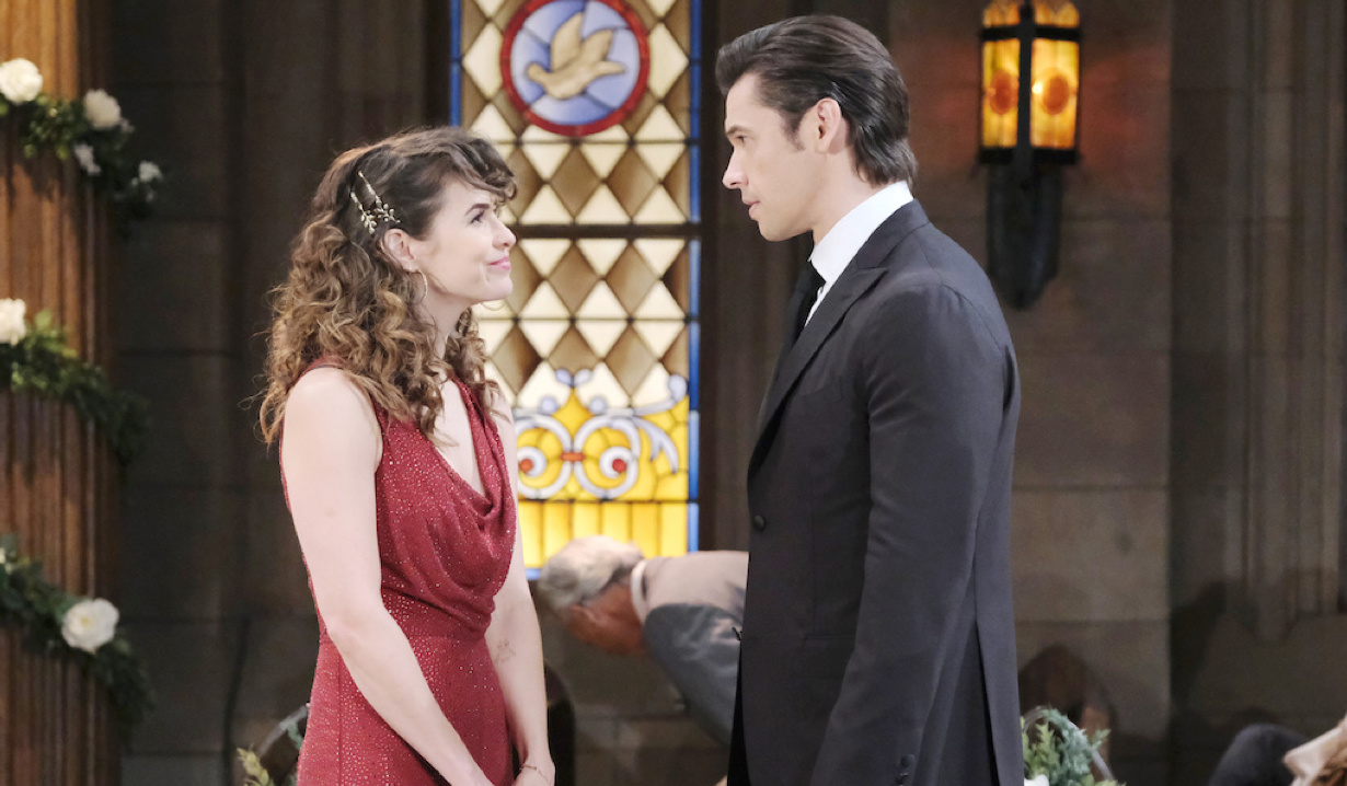 Sarah starts to forgive Xander at Cin's wedding on Days of Our Lives