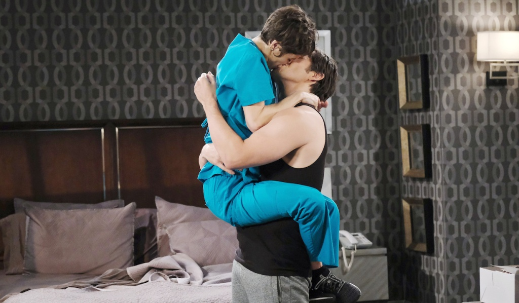 Sarah and Xander get engaged on Days of Our Lives