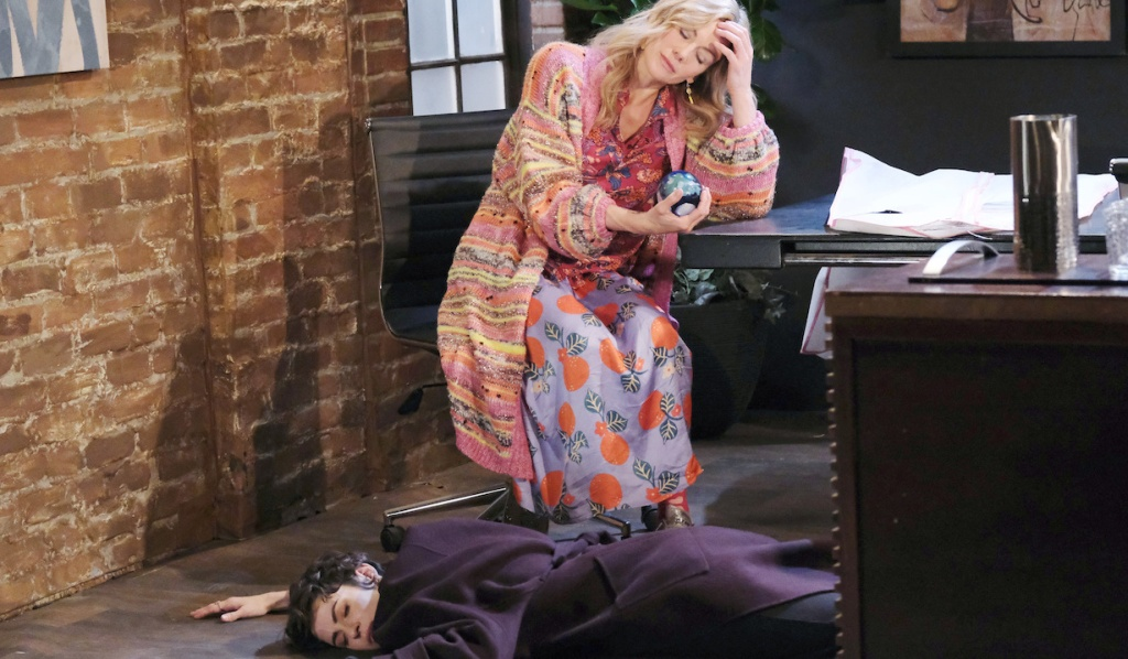 Kristen knocks out Sarah on Days of Our Lives