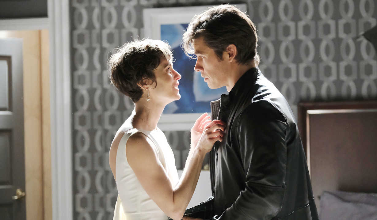Xander has a vision of Sarah in her wedding dress on Days of Our Lives