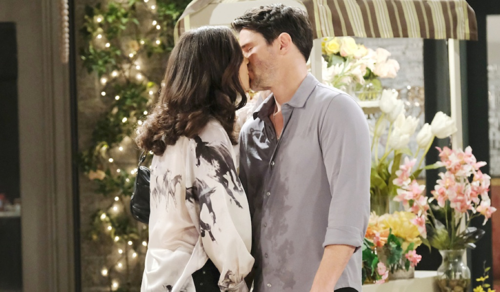 Jan and Shawn kiss on Days of Our Lives