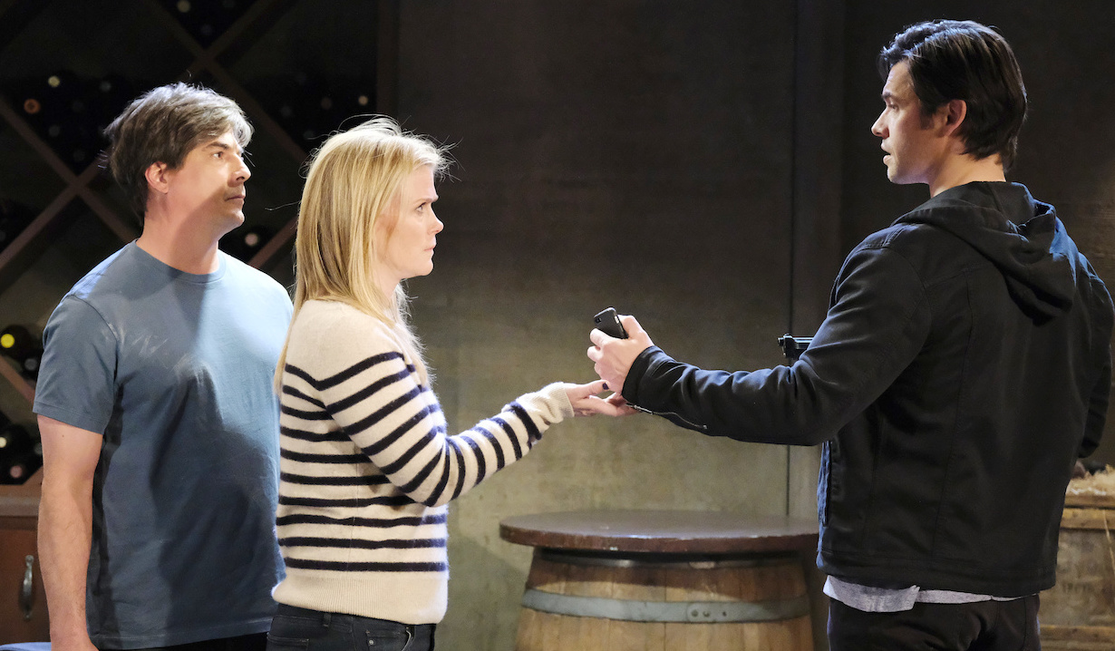 Lucas watches as Xander gives Sami a phone on Days of Our Lives