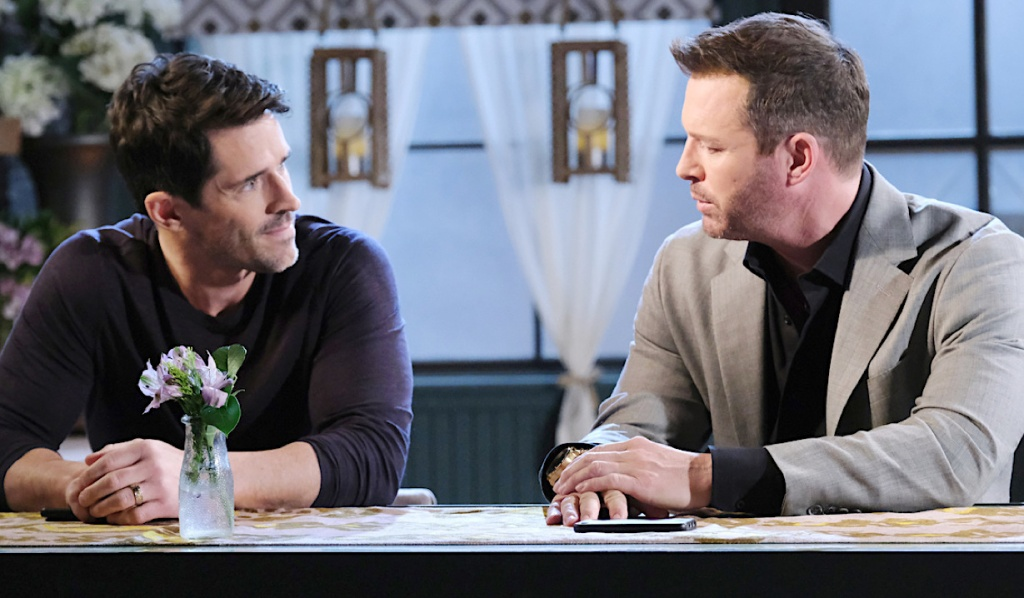 Shawn and Brady talk at Julie's Place bar on Days of Our Lives
