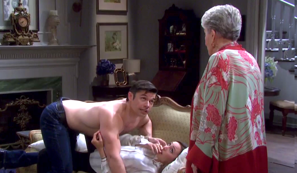 Julie catches Xander and Gwen making out on the couch on Days of Our Lives