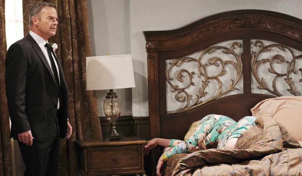 Justin discovers Calista's dead body in bed on Days of Our Lives