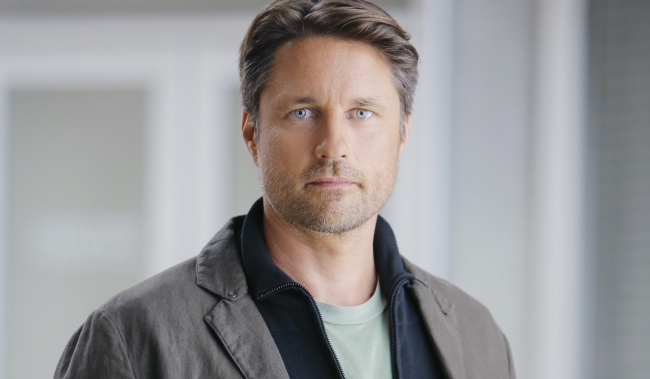 GREY'S ANATOMY, Martin Henderson, 'The Me Nobody Knows', (Season 12, ep. 1206, aired Nov. 5, 2015). photo: Mitchell Haaseth / ©ABC / courtesy Everett Collection