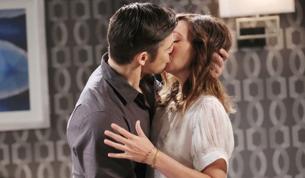 Xander and Gwen kiss on Days of Our Lives
